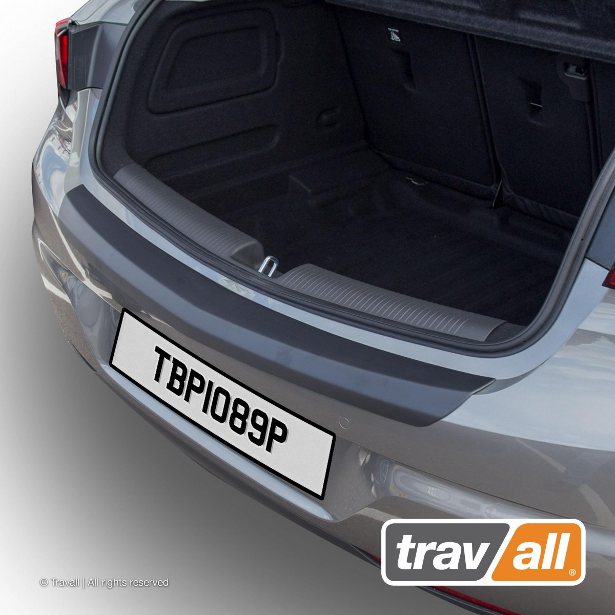 Travall® PROTECTOR-Plastique lisse pour Opel/Vauxhall Astra 5 Portes Hayon (2015 >)